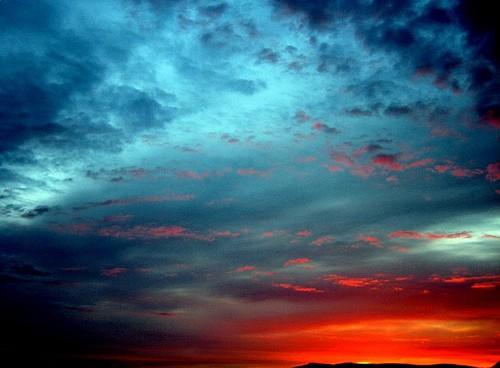 你脚踩的地狱只是天堂的倒影