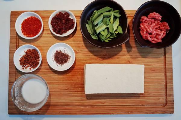 麻婆豆腐食材准备