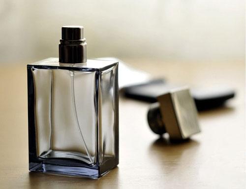 教您怎么抹香水
