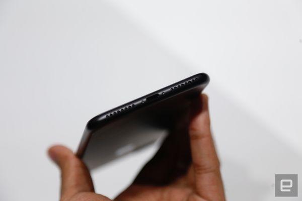 iPhone 7 的立体声喇叭