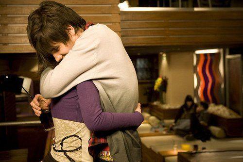 情侣甜蜜拥抱