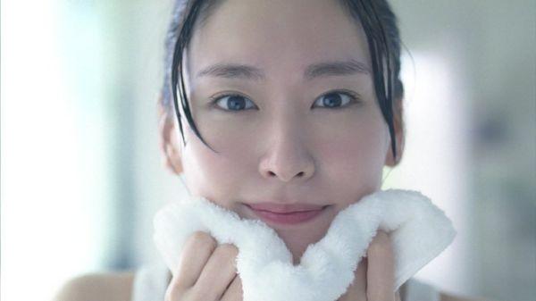 如何正确的洗脸才算把脸洗干净?