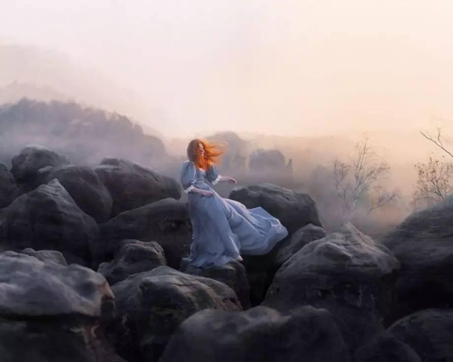 阿米拉惊讶于自己的平静竟如水晶般璀璨