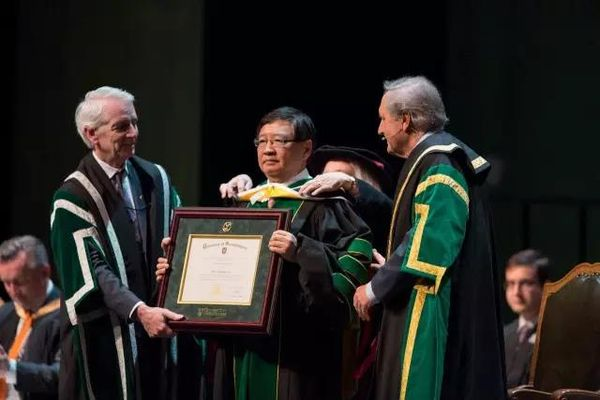 徐小平获得法学博士学位