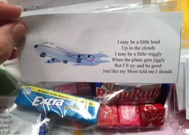 在乘坐国外航班的时候,收到了带孩子的家长为同一航班的乘客准备的小礼物