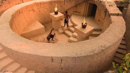 国外小哥60天打造地下豪华泳池宫殿2